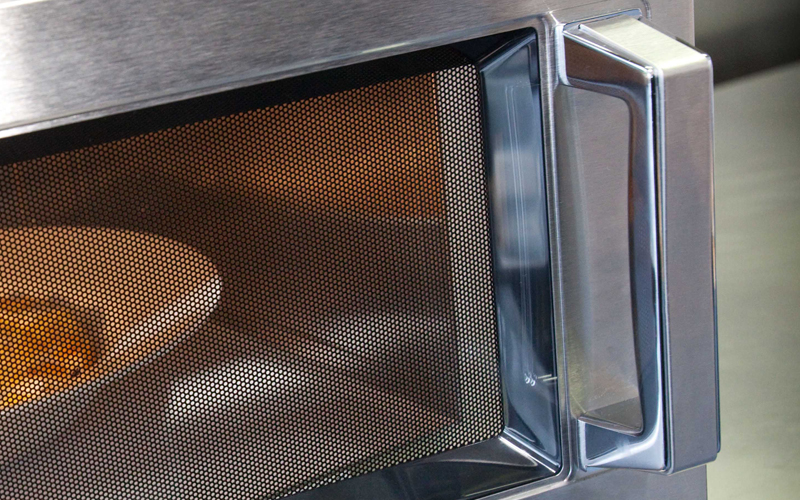 Microwave-oven-close-up.jpg