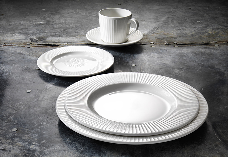 Willow Place Setting crop