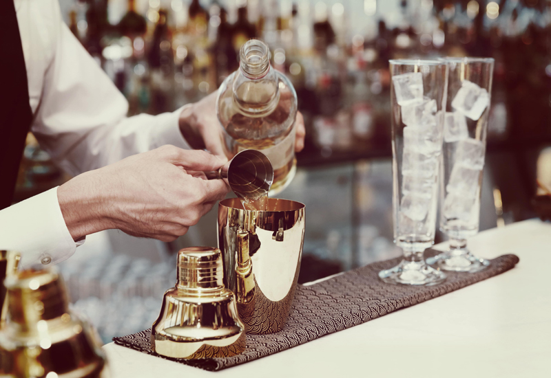 bartender_making_drink2-min crop