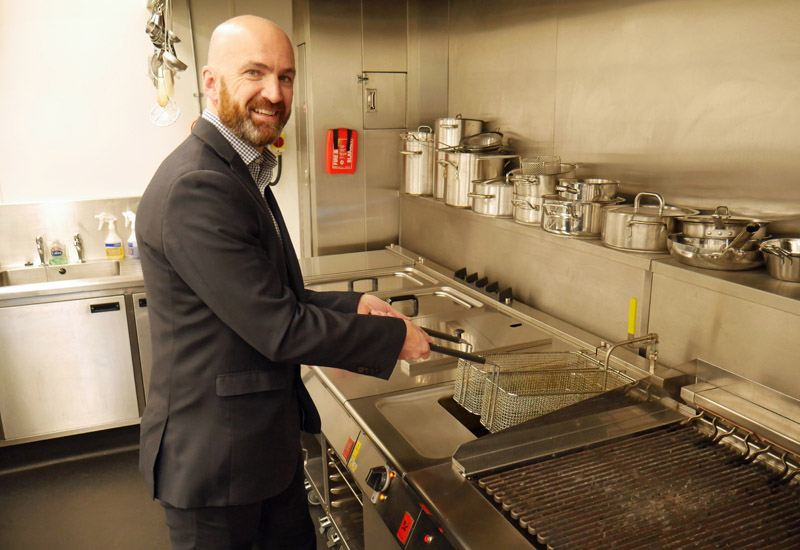 Falcon's Peter McAllister shows how to cook Invisible Chips crop